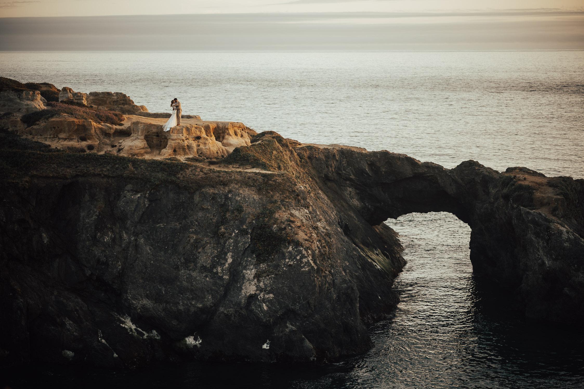 4-coastal-cliff-elopement-wedding